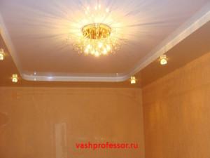 натяжной потолок в гостиной 2